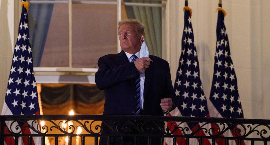 Donald Trump, contagiado con coronavirus, regresa a la Casa Blanca y se quita el tapabocas