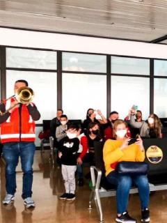 Imagen del concierto que Avianca les dio a sus pasajeros, y por el que será indagada por la Aerocivil