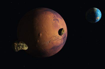 Composición de Marte y la Tierra, que estarán en su punto más cercano la primera semana de octubre.