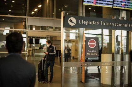 Llegadas del aeropuerto El Dorado de Bogotá, por donde siguen arribando viajeros sin cumplir protocolos de bioseguridad.