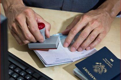 Imagen de referencia de una visa, que ilustra nota de restricciones a permisos de trabajo en EE. UU.