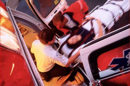 Imagen de ambulancia, que ilustra caso de mujer que perdió a su bebé en Atlántico