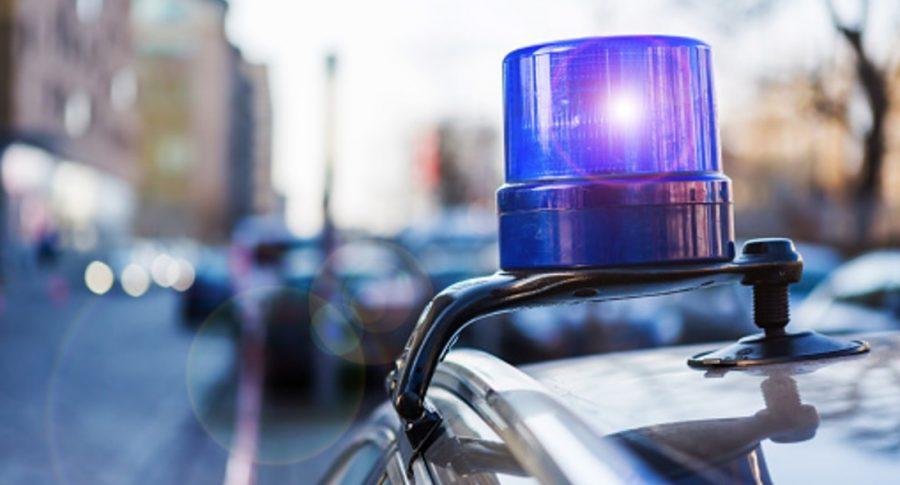 Sirena de policía, ilustra nota de bebé muerta porque papá no dejó que rompiera vidrio de carro