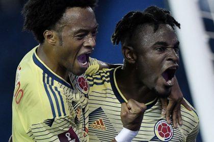 Duván Zapata celebrando su gol contra Venezuela en las Eliminatorias, video goles de Colombia vs Venezuela