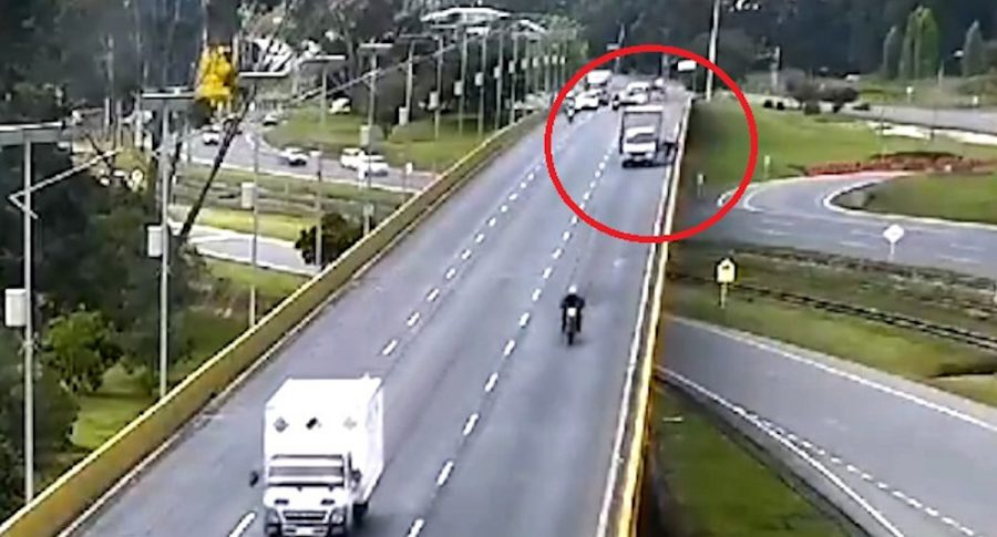 Confirman muerte de ciclista embestido por camión en Chía.