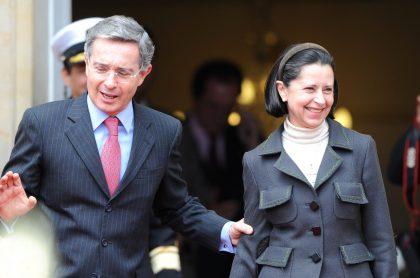 Álvaro Uribe Vélez y su esposa, Lina Moreno, con la que se volvió a reunir tras quedar en libertad
