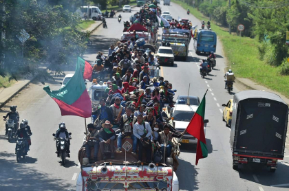 Minga indígena en su desplazamiento hacia Cali; ahora comienza su desplazamiento hacia Bogotá.
