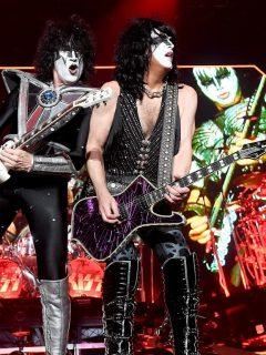 Tommy Thayer y Paul Stanley en concierto en marzo del 2020, antes de dar nuevas fechas para el concierto en Bogotá, Colombia, y otros de América Latina que aplazó por el coronavirus.