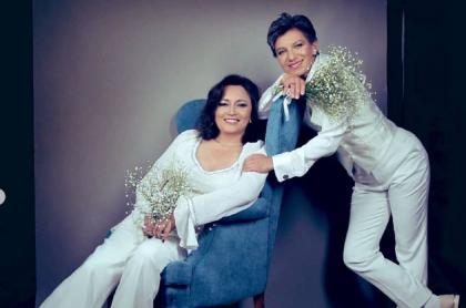 Boda de Angélica Lozano y Claudia López. La senadora mantiene su investidura porque ese matrimonio no se lo impide.