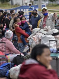 Grupo de migrantes venezolanos que regresaron a su país por la pandemia, pero comienzan a reingresar a Colombia al disminuir el pico de contagio.
