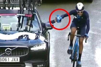 Héctor Carretero, remolcado en la etapa 12 del Giro de Italia