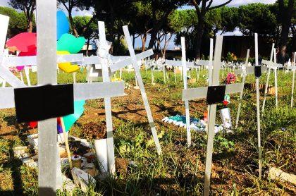 Cementerio de fetos con nombre de quienes abortaron, en Italia