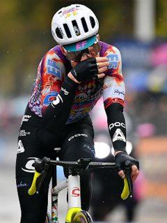 Ciclistas del Giro piden detener competencia por coronavirus