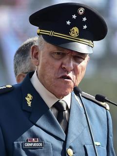 El exministro de Defensa de México Salvador Cienfuegos, capturado en Estados Unidos, durante una ceremonia en una base militar en la Ciudad de México, en 2016.