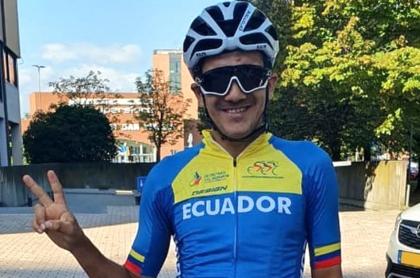 Vuelta a España anuncia a Richard Carapaz como colombiano. Imagen de referencia del ciclista ecuatoriano con el uniforme de su selección.