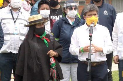 Claudia López, alcaldesa de Bogotá, critica al uribismo por no apoyar la minga indígena que llegó este domingo a la capital.