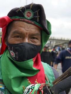 Imagen de un integrante de la minga indígena, comunidad que deberá tomar medidas de bioseguridad en Bogotá