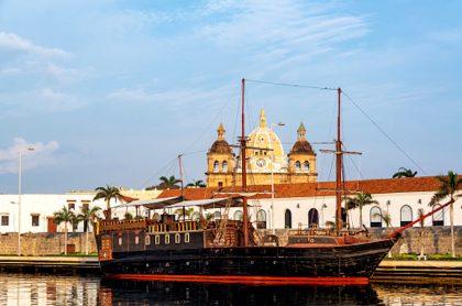 Retiran emblemático galeón de bahía de Cartagena