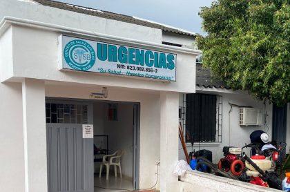Imagen del centro médico de Morroa, Sucre; una mujer murió siendo llevada en silla mecedora a esa clínica