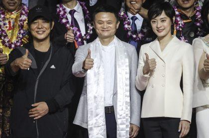Jack Ma, que aumnetó su fortuna este año junto a los demás multimillonarios de China, en medio de un eveto público.