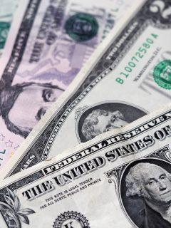 Frente al crecimiento del dólar, economistas colombianos adviertes sobre los riesgos de una devaluación del peso colombiano.