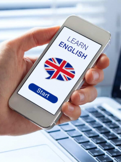 Imagen de curso de inglés en el celular para ilustrar nota sobre las mejores aplicaciones para aprender inglés