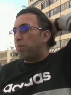 Hombre que no usa tapabocas en Tunja, porque no cree que el