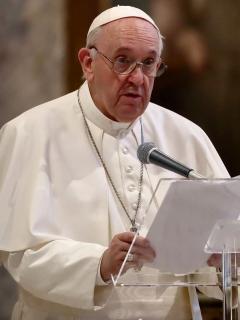 El papa Francisco, que respaldó el matrimonio homosexual civil, en medio de una misa en Roma, Italia.