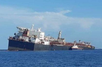 Buque venezolano con petróleo que se hunde y podría causar un desastre ambiental