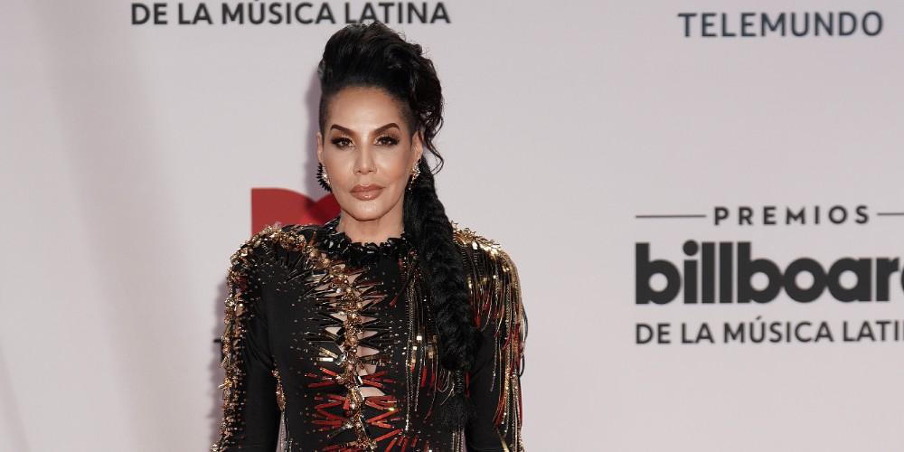 Ivy Queen en la alfombra roja de los Latin Billboard 2020.