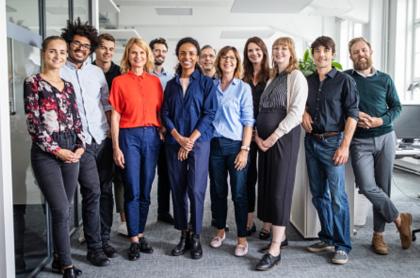 Foto ilustrativa de empleados trabajando.