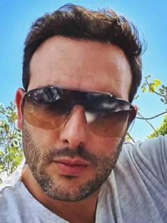 Selfi de Sebastián Martínez, actor que alborotó a sus fans con baile en Instagram.