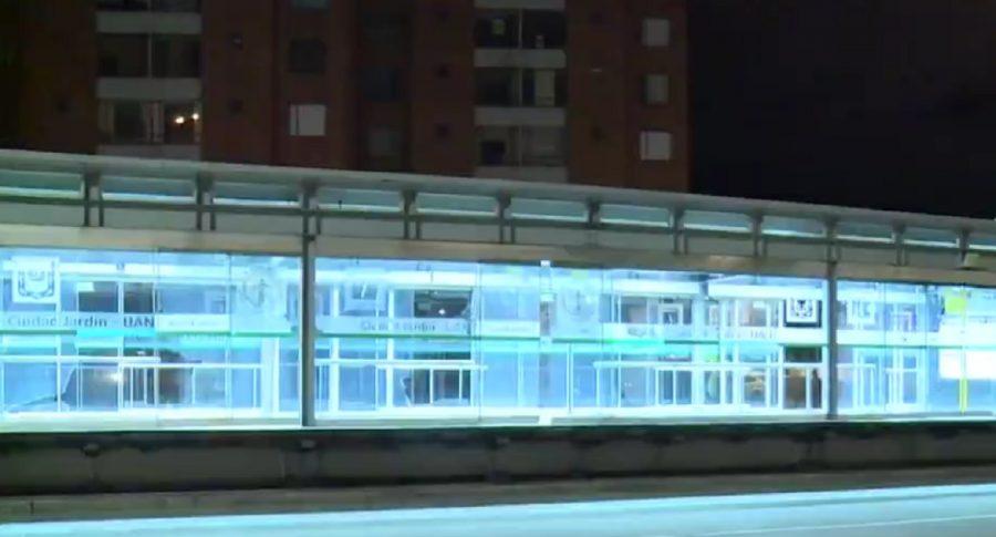 Imagen de la estación en la que ladrones, en Transmilenio, se pelean entre ellos mismos