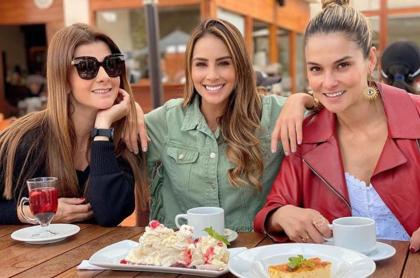Carolina Cruz, Carolina Soto y Catalina Gómez, presentadora de 'Día a día' en un almuerzo, a propósito de sus fotos de cómo lucían antes y después.