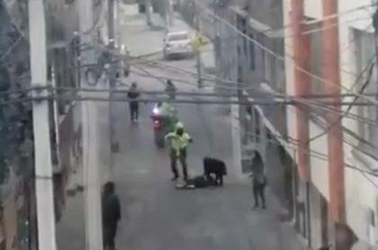Imagen del hombre que resultó herido durante una riña en Usaquén, en el norte de Bogotá.