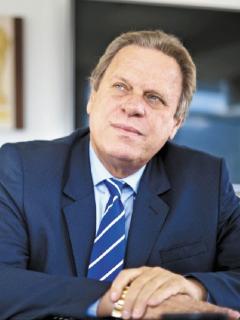 Ramón Jesurún, presidente de la FCF, pagó su respectiva multa ante la SIC por reventa de boletas.