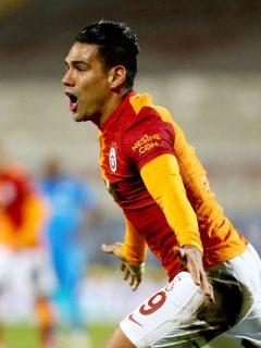 Falcao García celebrando su gol en la victoria 2-1 del Galatasaray sobre el Erzurumspor.