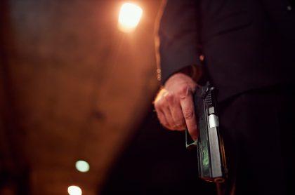 Imagen de hombre armado, ilustra nota de masacre en límites entre Sucre y Córdoba que dejó cinco muertos.