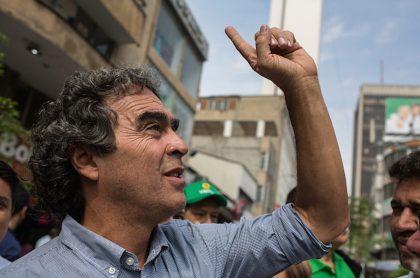 Sergio Fajardo promete millones de empleos y lanza dardos a Petro.