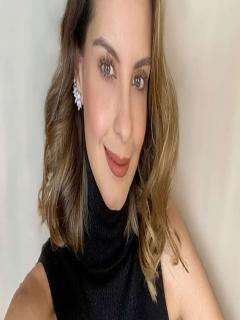 Selfi de Laura Acuña, presentadora que confesó que se antojó de tener otro hijo, luego de desempolvar imágenes de sus hijos Helena y Nicolás.