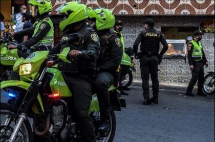 Imagen de policías en moto que ilustra caso de emboscada en donde murió un uniformado, en Valle del Cauca