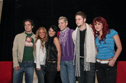 Integrantes de RBD en una rueda de prensa en 2007 para ilustrar nota sobre cuáles son las canciones favoritos de algunos de la banda