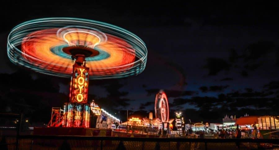 Atracción de parque de diversiones, que ilustra nota de mujer que cayó desde una altura de 30 metros