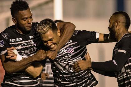 Teófilo Gutiérrez anotó a 3 minutos del final para darle la victoria al Junior sobre Plaza Colonia.