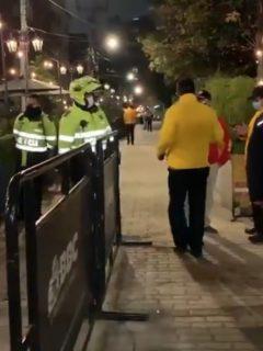 Este jueves se le había impedido el paso por esa calle a un ciudadano venezolano y sus dos hijas.
