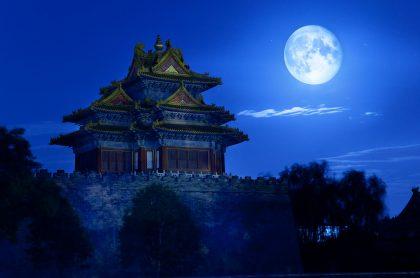 Ilustración de una 'luna azul', a propósito de su aparición este 31 de octubre