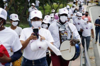 Exguerrilleros de las Farc, que caminaron por las calles de Quetame (Cundinamarca) este sábado, llegaron a Bogotá para protestar por asesinatos en su contra tras la firma del acuerdo de paz en 2016.