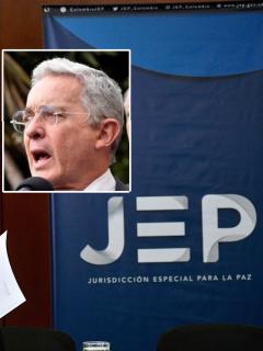 Presidenta de la JEP, a la que la CPI elogió, y Álvaro Uribe, que pidió derogarla. [Fotomontaje de Pulzo)