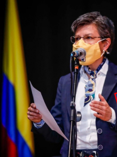 Claudia López al anunciar la obra del Regiotram de Occidente.