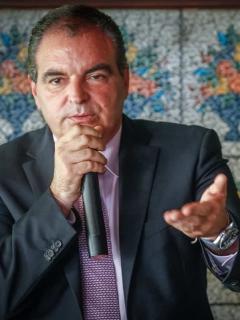 Aurelio Iragorri renunció al Partido de La U, aquí en reunión con indígenas.